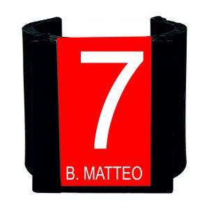 Numeratore nero per ombrellone palo da 40 mm – rossa incisione bianca